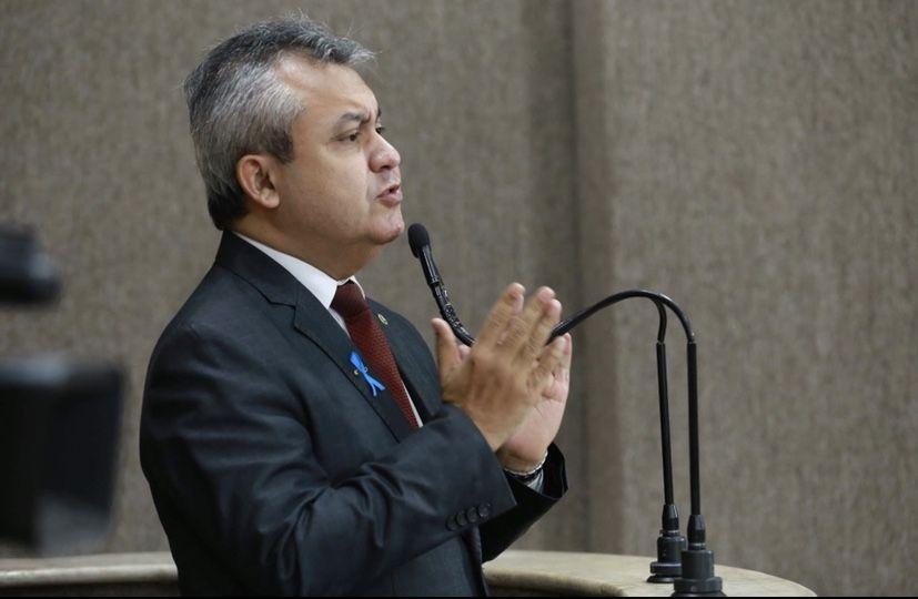 Elber diz que Edvaldo Nogueira prejudica servidor público com projeto que será votado na CMA hoje