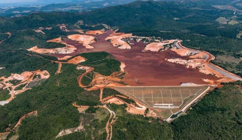 Risco de rompimento em barragem da Vale retira pessoas de casa em Minas Gerais