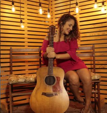 Projeto 'Axé das Antigas' volta a animar o happy hour do RioMar