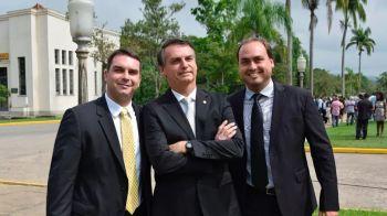 Ex-assessores de Bolsonaro sacaram 90% de salário pago por Flávio e Carlos
