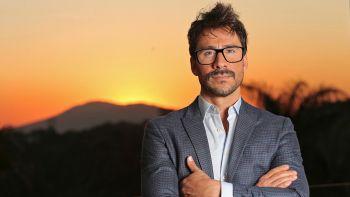 RedeTV! contrata Julio Rocha, afasta Nelson Rubens e muda time do 'TV Fama'