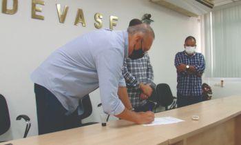Fábio Henrique assina ordem de serviço para obras em Socorro