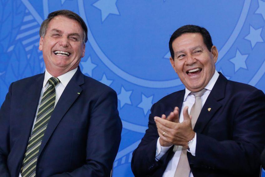 Com nova regra, Bolsonaro passará a ganhar R$ 41.544 e Mourão, R$ 63.511