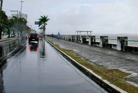 Semana começa com chuva e Sergipe registra a menor temperatura do ano