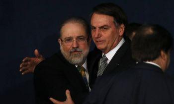 Aras quer suspensão de MP de Bolsonaro que dificulta combate a fake news