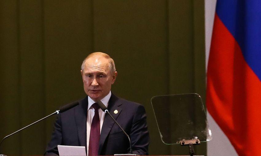 Putin se isola após constatar casos de covid-19 próximos a ele