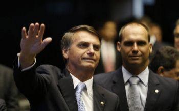 Encontros de Jair Bolsonaro e Eduardo com alvos do inquérito das milícias digitais nos EUA entram na mira da PF