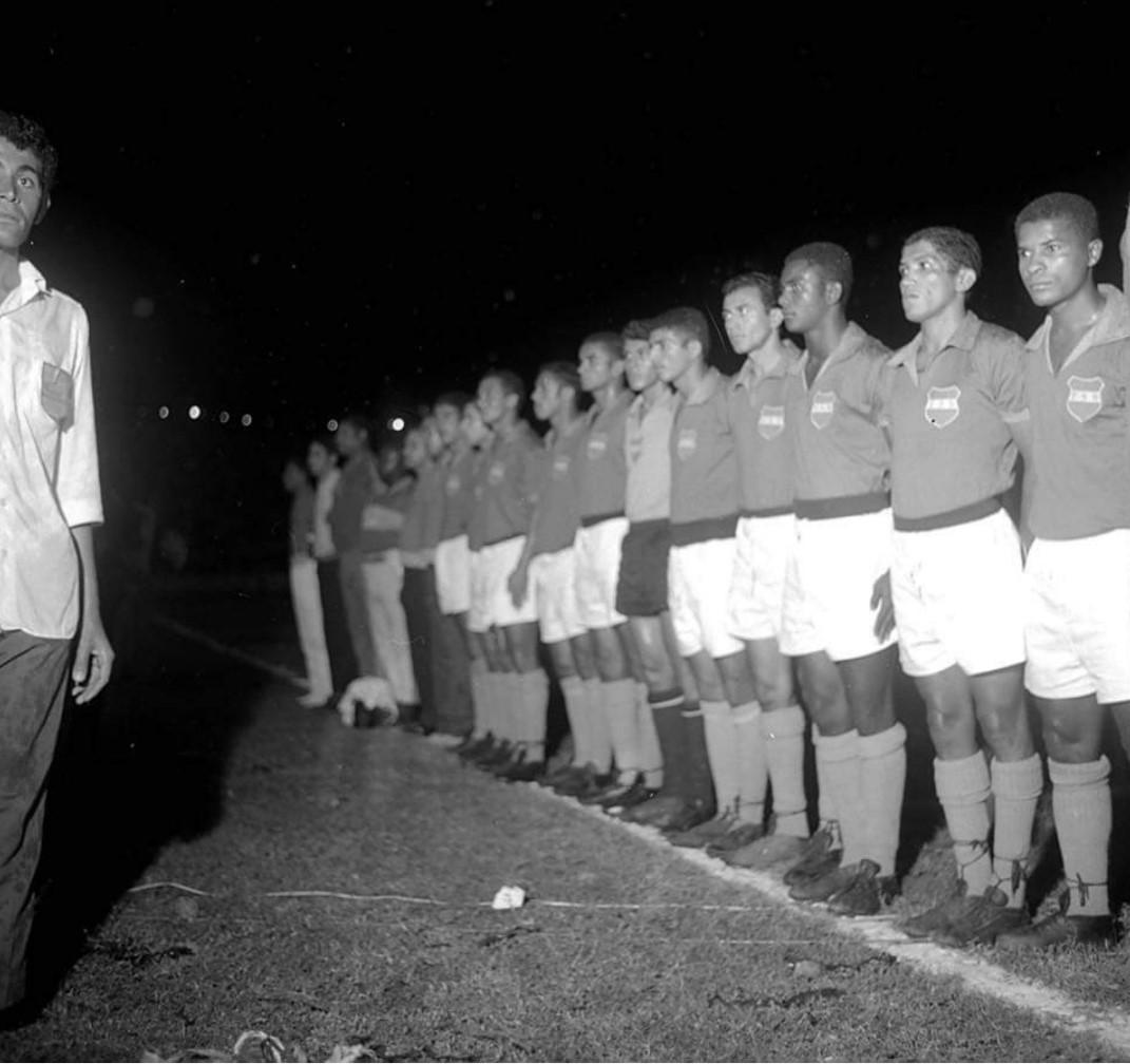 Seleção Sergipana ao ouvir o Hino Nacional Brasileiro